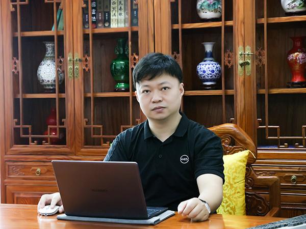 乐麒腾-董事长形象